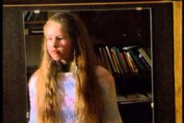 Viena namuose,  dainuoja Aira Niauronytė